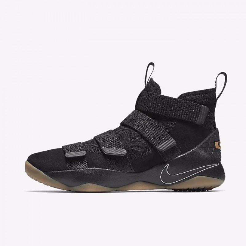43e1c9aede5d2 ... Jual Sepatu Basket Nike Lebron Soldier XI Black Gum Original Termurah  di Indonesia ...
