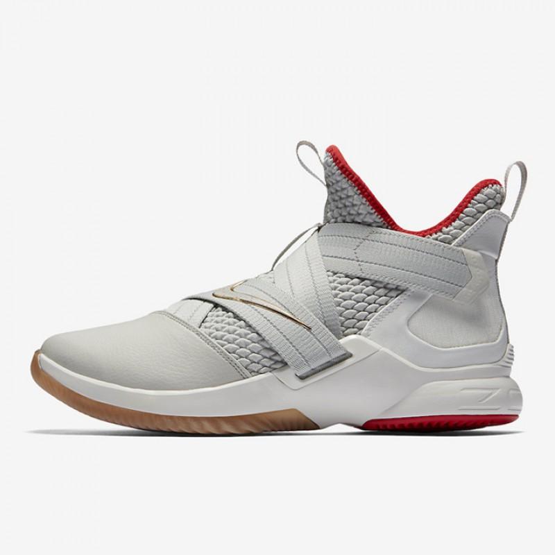 b4d07df3049 Jual Sepatu Basket Nike Lebron Soldier XII Yeezy Original